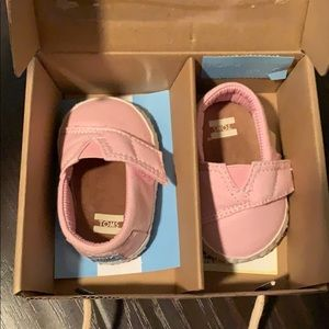 NEW. Pink toms.